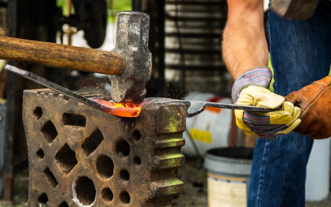 Les formations à suivre pour devenir forgeron coutelier